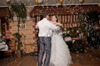 Первый танец молодоженов на свадьбе под метель из мыльных пузырей!